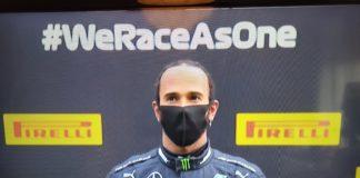 Lewis Hamilton durante la premiazione