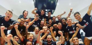 La dedica di Cristiano Ronaldo e la foto di gruppo negli spogliatoi