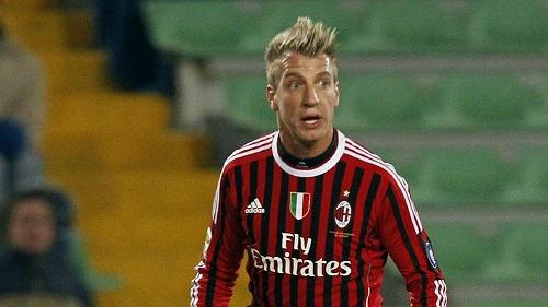 Maxi Lopez in Serie C, la compagna si fotografa così e manda in tilt il web [FOTO]