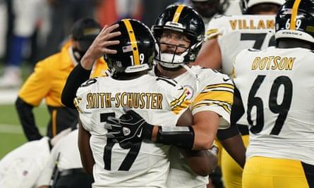 Ben Roethlisberger e Smith-Schuster festeggiano il touchdown.