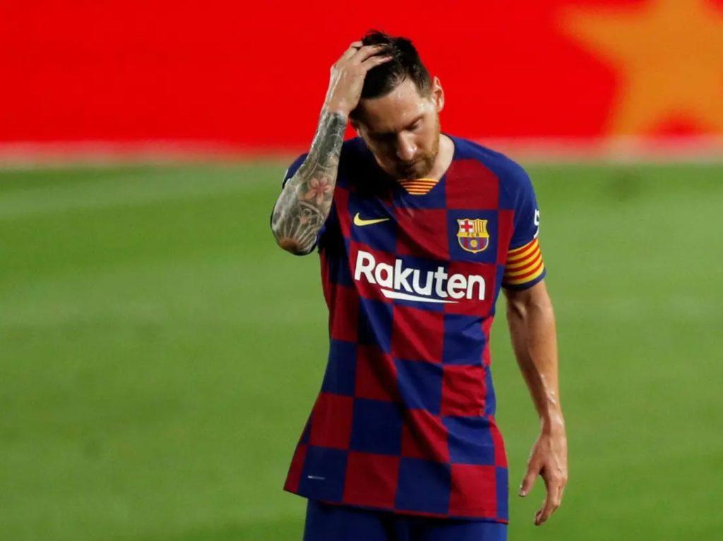 Messi con le mani nei capelli dopo una sconfitta
